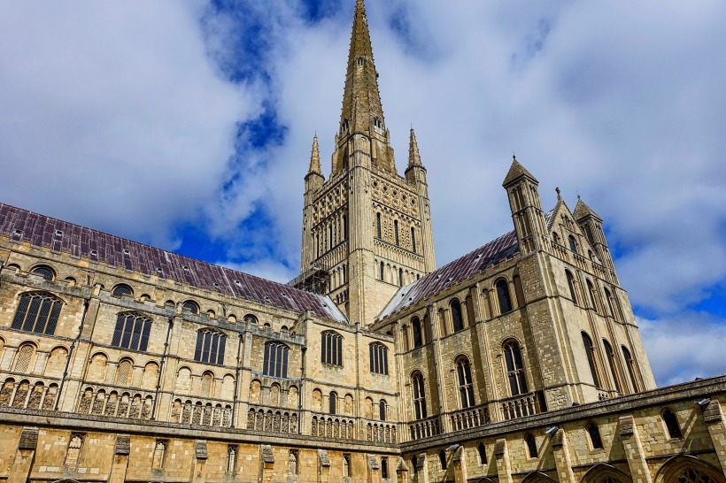 norwich-cathedral-1144764_1920